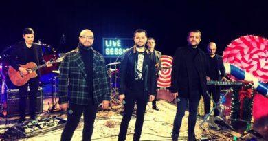 """3 Sud Est ne trezesc """"Amintirile"""" la Cafe Teatru Play"""