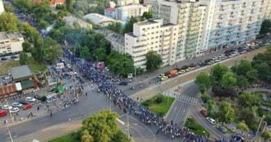Au înnebunit salcâmii! Au aflat și Bucureștenii. Cum i-au primit cetățenii din Capitală pe suporterii Universității.