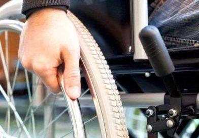 Biletele de călătorie gratuită pentru persoanele cu handicap vor putea fi ridicate şi de ONG-uri