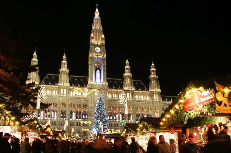 Pregătiri intense pentru Crăciun în întreaga lume:  brazi de Cartea Recordurilor, luminițe multicolore și prăjituri uriașe