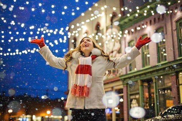 Horoscop luni, 16 decembrie. Vărsătorii se pregătesc de  vacanţa de Crăciun