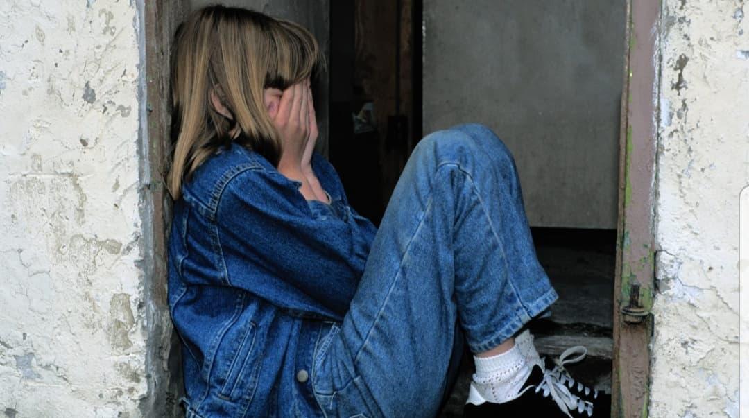 Fetiță de 10 ani, violată în scara blocului!