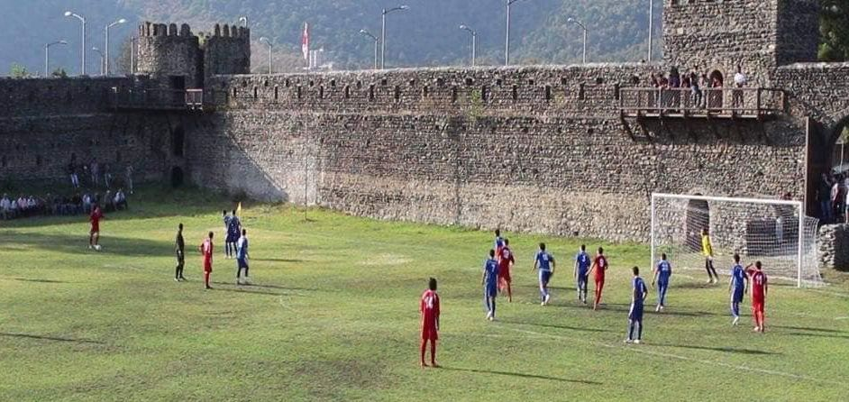 FOTO & VIDEO! Stadionul din castel!