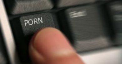 pornografie infantila Gorj condamnat la munca la liceu