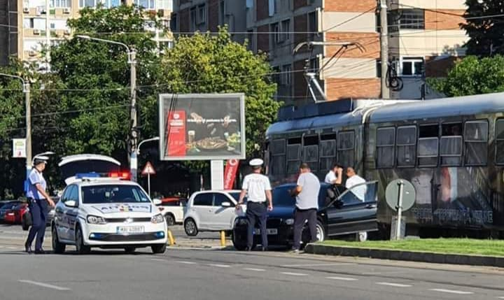 Accident în Craiova: încă un tramvai pe linia de BMW!