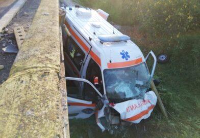 Gorj: Ambulanță distrusă într-un accident: pacienta transportată a murit!