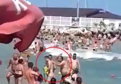 VIDEO: Tânăr bătut de tată pe plaja din Eforie Nord!