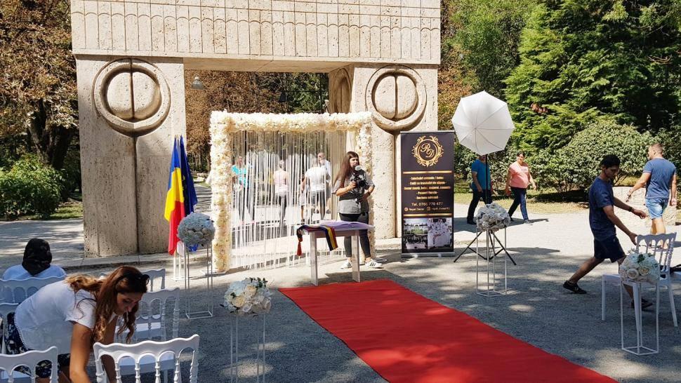 Căsătorii de Valetine's Day la Poarta Sărutului